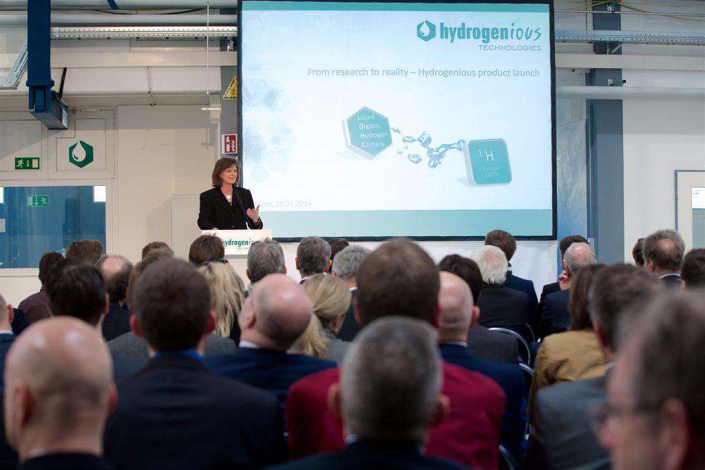 Bavarian minister of state Ilse Aigner explains the importance of energy storage and the core advantage of hydrogen for the German Energiewende.
