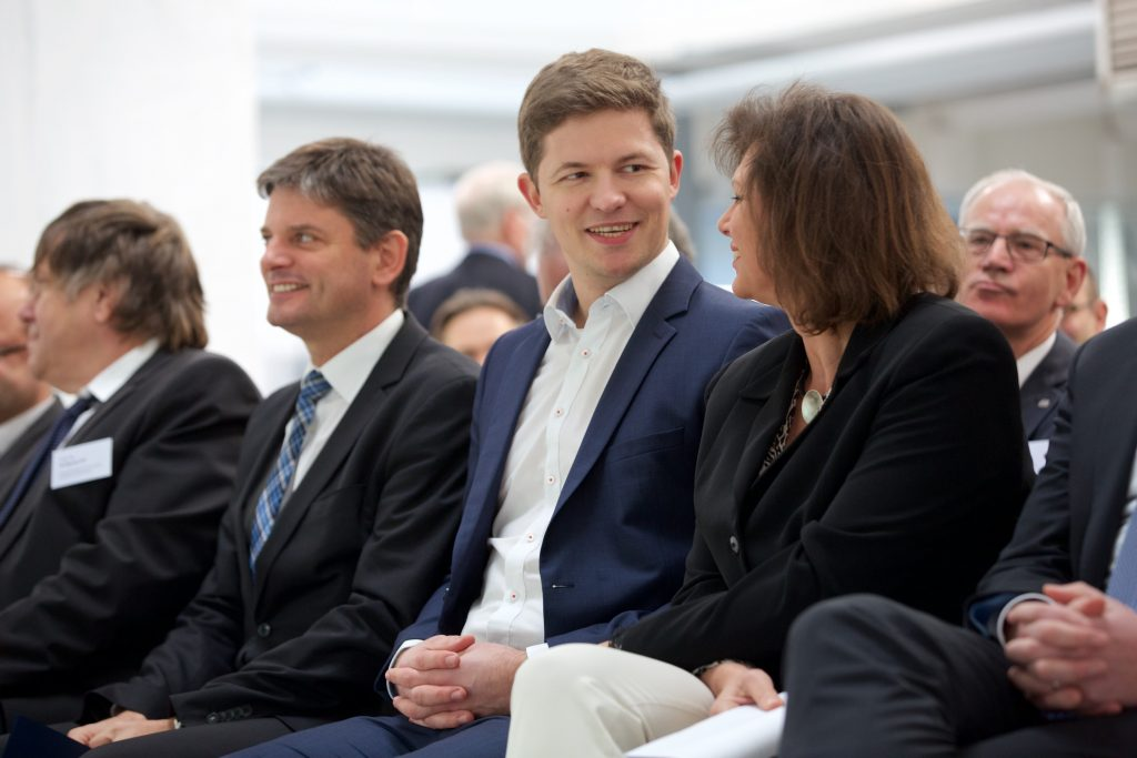 CEO of Hydrogenious Technologies Dr. Daniel Teichmann with Bavarian minister of state Ilse Aigner at Hydrogenious Product launch